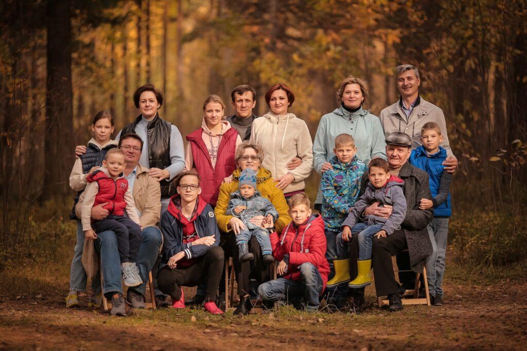 Фотосессия большой семьи на природе