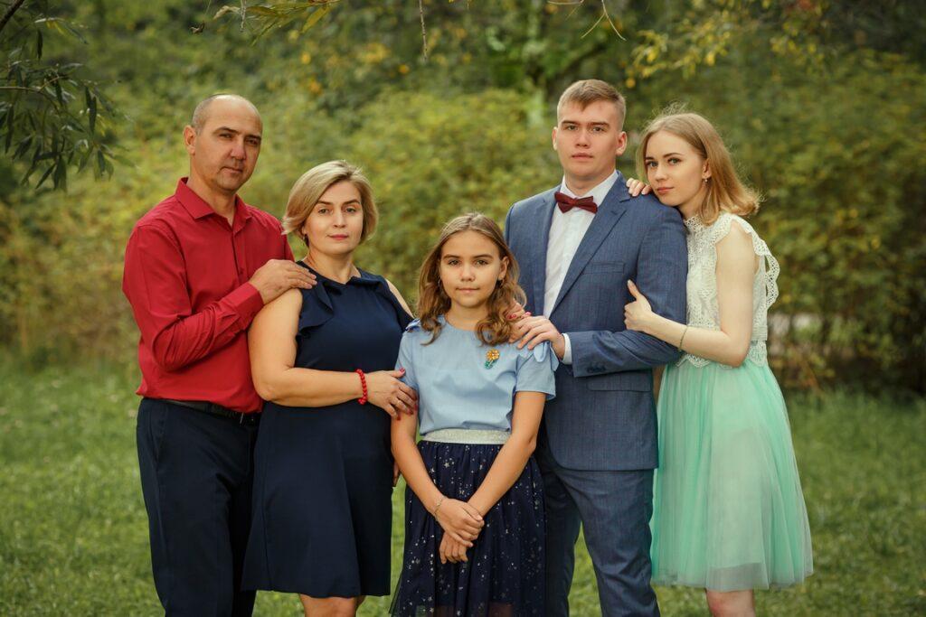 Семейная фотосессия в фотостудии и на природе